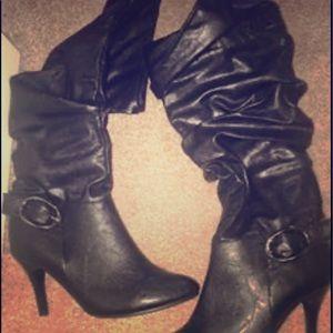 Black high boots. Leopard pumps